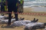 Tragedia a Scicli, recuperati in mare 13 migranti: le immagini