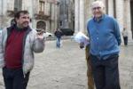 Pippo Baudo in Sicilia fa il turista tra le vie di Scicli