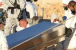 Le immagini shock dal barcone della morte giunto a Pozzallo