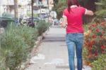 Siracusa, cartacce sui marciapiedi di viale Teracati