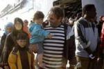 Augusta, sbarcati 408 migranti: le prime immagini