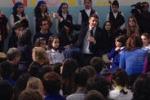Il premier Renzi parla agli alunni di Siracusa: il video