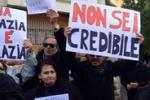 Renzi a Siracusa, Movimento 5 stelle e precari lo contestano