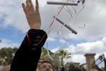 Siracusa, studenti danno a Renzi biglietti con i loro sogni