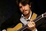 """Il chitarrista Giacomo Carveni al """"Molo 14"""" di Siracusa"""