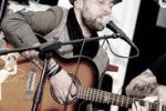 Il cantante pop Joy Skandalo si esibisce a Sortino