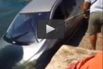 Siracusa, auto cade in mare allo sbarcadero
