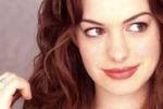 Anne Hathaway diventa cattiva: sara' la nuova Catwoman