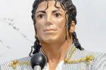 LA FOTO. Statua di Jacko allo stadio di Londra: il no dei tifosi