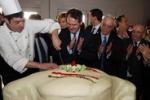 LA FOTO. Al Vinitaly dolce momento per il ministro Romano