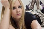 Avril Lavigne, arriva in Italia la cantante tutta grinta