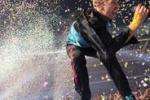 Il rock dei Coldplay travolge Torino: foto e video del concerto