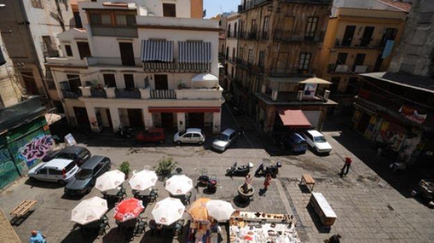discesa Caracciolo, Turista molestata, Vucciria, Palermo, Cronaca