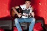 Chitarra Voce Piede, Alex Britti navigatore solitario in tour