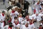 Al via la corsa dei tori a Pamplona tra feriti e tradizione
