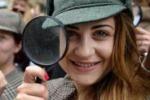 Fondi per il restauro, vestiti da Sherlock Holmes a Londra