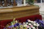 Li Bassi, le scene del funerale