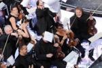 Sanremo, pubblico e orchestra in rivolta