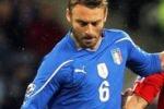 De Rossi salva il debutto azzurro