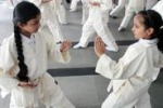 Calcutta, bambine a lezione di karate e autodifesa