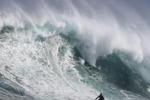 Cavalcando le onde, surfisti in azione a Città del Capo