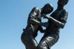 La testata di Zidane a Materazzi diventa una statua: le immagini