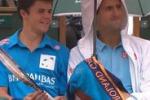 Roland Garros: Novak Djokovic offre da bere al raccattapalle