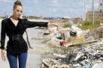 Trapani, una scia di rifiuti... vista mare
