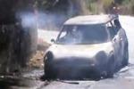 Castellammare, ponte avvolto dalle fiamme: distrutte due auto