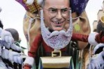Letta-Babbo Natale e i ministri nudi, al via il Carnevale di Viareggio