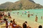 Da Tgs: sporcizia nella spiaggia libera di Mondello
