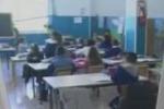 A scuola lezione nei corridoi. Il servizio di Tgs