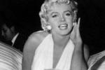 Marilyn Monroe sexy in bianco: abito venduto per 3 milioni