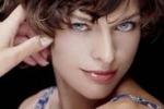 Milla Jovovich brinda alla vita
