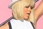 Dal backstage del nuovo video, Rihanna diventa bionda