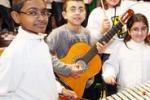 Cronaca in classe. Musica e danze per i docenti stranieri