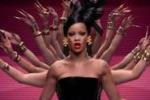 Rihanna, geisha per i Coldplay