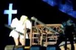 Lady Gaga, colpo alla testa al concerto