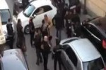 Automobilista blocca il traffico a Cardito: video spopola sul web