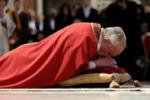 La Via Crucis di Papa Francesco: la risposta al male e' il bene