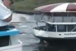 Scontro tra due barche piene di turisti: le scene dell'impatto