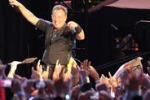 """Bruce Springsteen saluta il pubblico con """"O sole mio"""""""