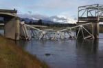 Usa, crolla ponte sul fiume Skagit: auto in acqua