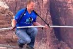Wallenda attraversa il Grand Canyon a 427 metri d'altezza: il video
