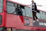 Londra, mago cammina sospeso in aria: le scene