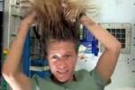 Farsi lo shampoo nello spazio? L'astronauta Nyberg spiega come