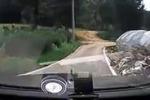 Disastroso esame di guida: cappotta con l'auto dopo 10 secondi