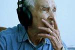 Dedica canzone alla moglie defunta: a 96 anni è star del web