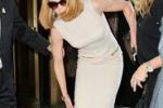 Nicole Kidman investita da un paparazzo in bici