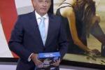 Scambia risma di carta per un tablet, la gaffe di un giornalista
